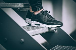 nike-air-max-90-ultra-essential-schwarz-weiss-819474-013-mood-2