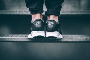 nike-air-max-90-ultra-essential-schwarz-weiss-819474-013-mood-3