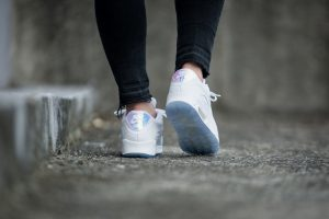 nike-wmns-air-max-90-premium-white-blue-multicolor-443817-104-mood-3