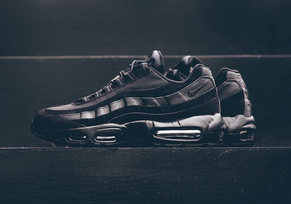 609048-092 ナイキエアマックス95トリプルブラック/Nike Air Max 95 Triple Black