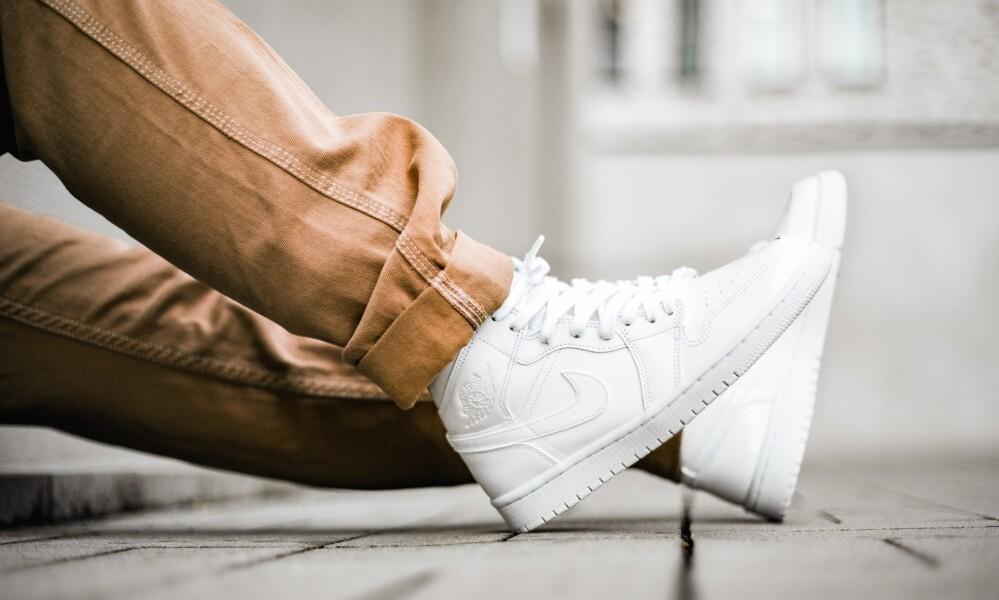 ナイキウィメンズエアジョーダン1ミッドホワイトパテント/Nike WMNS Air Jordan 1 Mid White Patent(BQ6472-111)