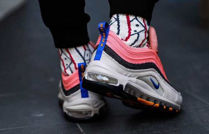 https://sneaker-place.com/wp-content/uploads/2019/12/Nike-Air-Max-97-Corduroy-Pack-Soft-Pink-CQ7512-046-on-foot-03.jpg